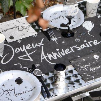 Chemin de table pailleté Joyeux anniversaire argenté